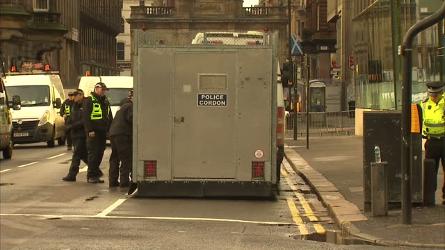 exterior shots of a police cordon at the scene of monday's bin lorry tragedy in george square glasgow being removed by police on december 23 2014 in... - seilabsperrung stock-videos und b-roll-filmmaterial