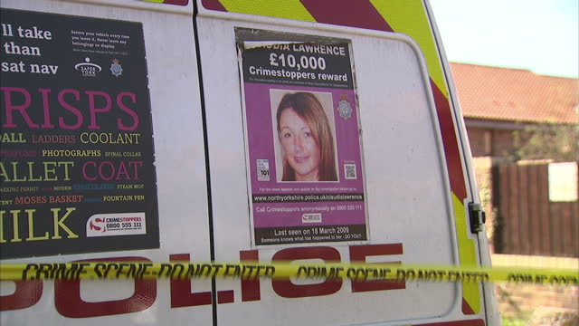 exterior shots of a police van and cordon tape near the former home of missing york chef claudia lawrence as police search the area for clues with a... - ロープ仕切り点の映像素材/bロール