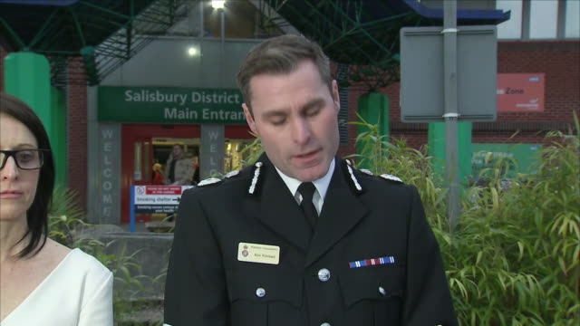 exterior shots of a press conference outside salisbury district hospital in the wake of the sergei skripal poisoning with wiltshire police chief... - 警察署長点の映像素材/bロール