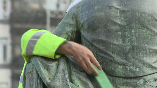 exterior shots of a statue of robert milligan with workers preparing for its removal as bystanders watch on 9th june 2020 in london, england - incidental people stock videos & royalty-free footage
