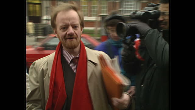 vídeos de stock, filmes e b-roll de exterior shots of a young socialists party demonstrating outside the labour party offices and labour party members arriving including david blunkett... - tony benn