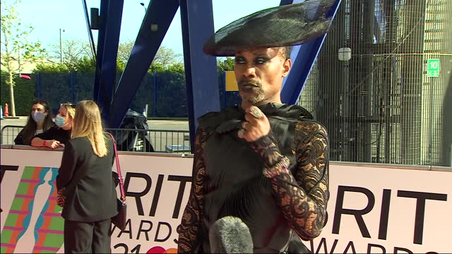 stockvideo's en b-roll-footage met exterior shots of actor and singer, billy porter arriving on the red carpet and giving an interview at the 2021 brit awards on the 11th may 2021 in... - uitvoerende kunst voorstelling