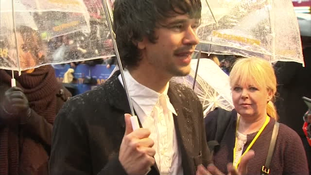 exterior shots of actor ben whishaw speaking to reporters on the red carpet at the premiere of 'paddington'.please note these shots are mute.>> on... - ben whishaw stock videos & royalty-free footage