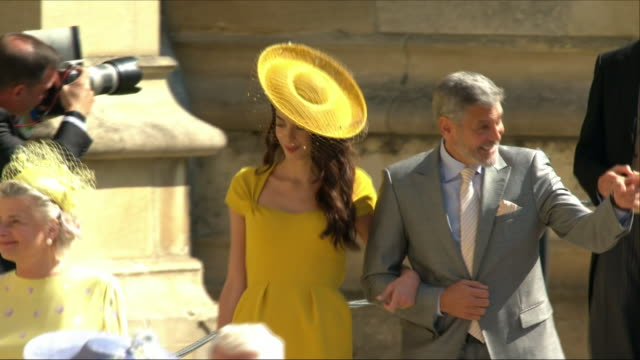 exterior shots of actor george clooney and barrister amal clooney arriving at st george's chapel for the wedding of prince harry and meghan markle on... - ジョージ・クルーニー点の映像素材/bロール