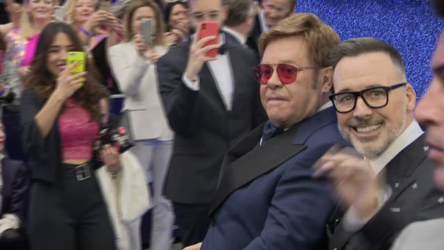 vidéos et rushes de exterior shots of actor taron egerton with sir elton john arriving at the rocketman premiere on a golf buggy on 20 may 2019 in london, united kingdom - première