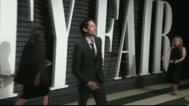 exterior shots of adrien brody posing on the red carpet at the vanity fair oscar party on february 27 2017 in los angeles california - oscar party stock-videos und b-roll-filmmaterial