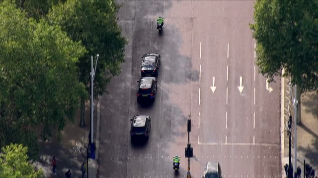 exterior shots of aerials of theresa may's official car followed by security cars leaving downing st and driving around london on the 21st september... - 後を追う点の映像素材/bロール