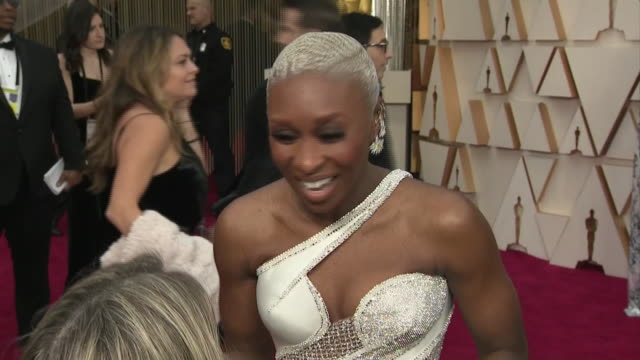 vidéos et rushes de exterior shots of an interview with actress cynthia erivo at the 92nd academy awards on 9 february 2020 at the dolby theatre, los angeles, usa - the dolby theatre