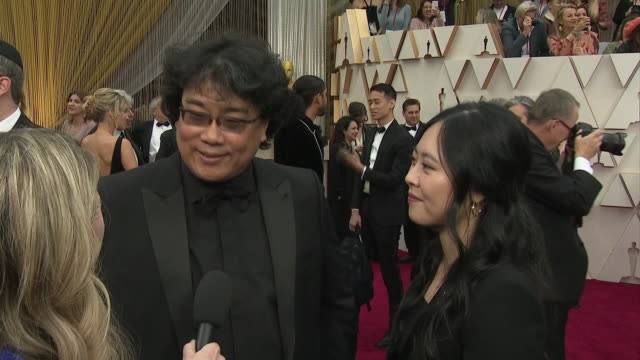 vidéos et rushes de exterior shots of an interview with parasite director, bong joon-ho at the 92nd academy awards on 9 february 2020 at the dolby theatre, los angeles,... - cérémonie des oscars