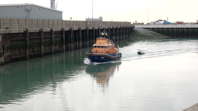 GBR: More migrants intercepted in the English Channel
