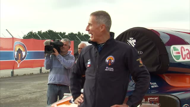 stockvideo's en b-roll-footage met exterior shots of andy green bloodhound ssc pilot posing for photos next to the record attempt bloodhound supersonic car on 26 october 2017 in... - recordbrekend