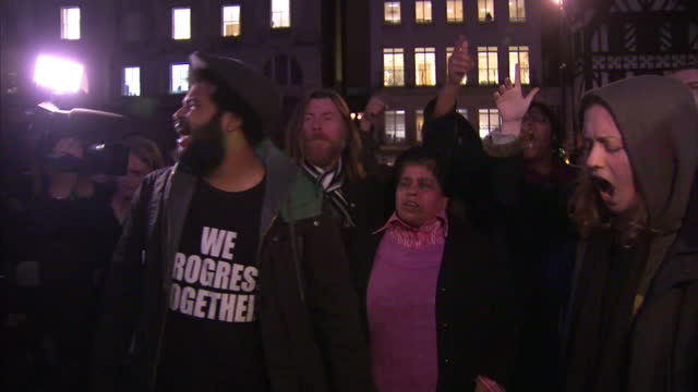 exterior shots of angry protesters gatered outside royal courts of justice chanting and shouting who killed mark duggan police killed mark duggan... - inquest stock videos & royalty-free footage