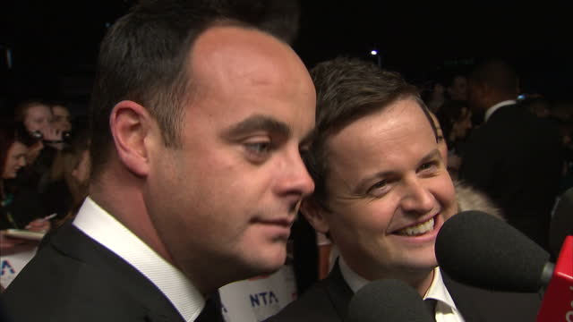 stockvideo's en b-roll-footage met exterior shots of anthony mcpartlin declan donnelly speaking to media and press on red carpet of nta ceremony ant dec on nta red carpet on january 25... - ant mcpartlin