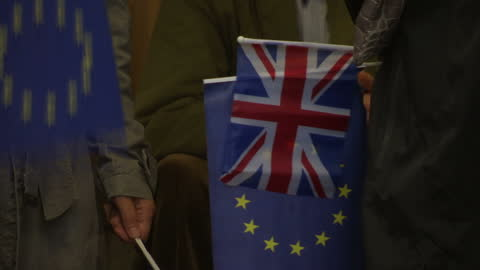 stockvideo's en b-roll-footage met exterior shots of anti-brexit campaigners handing out eu & uk flags outside of the entrance of royal albert hall for the last night of the proms at... - royal albert hall