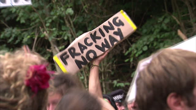 exterior shots of anti-fracking protesters demonstrating near balcombe. fracking site protests and demonstation on august 18, 2013 in crawley, west... - protesta anti fracking video stock e b–roll