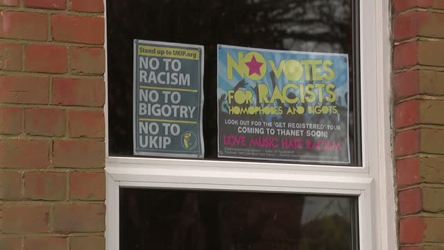 vídeos de stock e filmes b-roll de exterior shots of antiukip posters in the window of a ramsgate house 'no to racism no to bigotry no to ukip' on april 11 2015 in ramsgate england - ramsgate