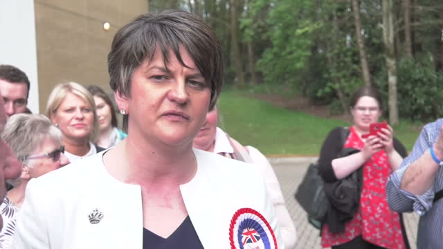 exterior shots of arlene foster of the dup walking from a building and speaking to the press on may 06, 2016 in belfast, northern ireland. - democratic unionist party 個影片檔及 b 捲影像