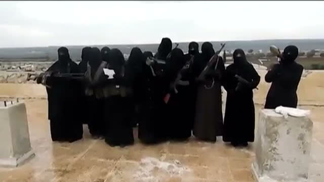 exterior shots of armed women, wearing burkhas making a statement announcing they are forming a unit to fight against syrian government forces in... - militante gruppe stock-videos und b-roll-filmmaterial