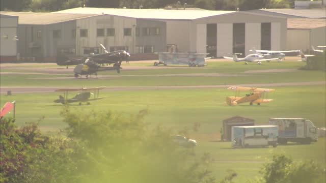 exterior shots of biplanes taking off and taxiing on shoreham airfield on august 23 2015 in shorehambysea england - ショーハム・バイ・シー点の映像素材/bロール