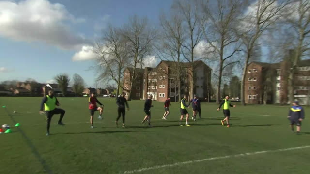 stockvideo's en b-roll-footage met exterior shots of blake austin, daryl clarke, tom lineham, steve price and other members of the warrington wolves, training at the university of... - chester engeland
