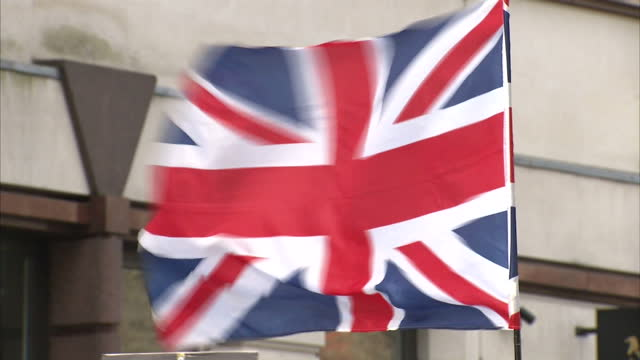 exterior shots of bnp british national party edl english defence league supporters gathered outside court some draped in st georges flag with hang... - galgen stock-videos und b-roll-filmmaterial