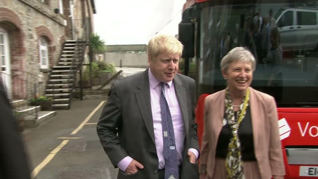 vídeos de stock e filmes b-roll de exterior shots of boris johnson and gisela stuart mp arriving at st austell brewery as part of their vote leave campaign on may 11 2016 in st austell... - st austell