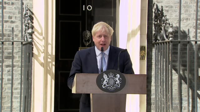exterior shots of boris johnson giving his first speech as prime minister at 10 downing street after he has accepted the invitation to form a... - premierminister stock-videos und b-roll-filmmaterial