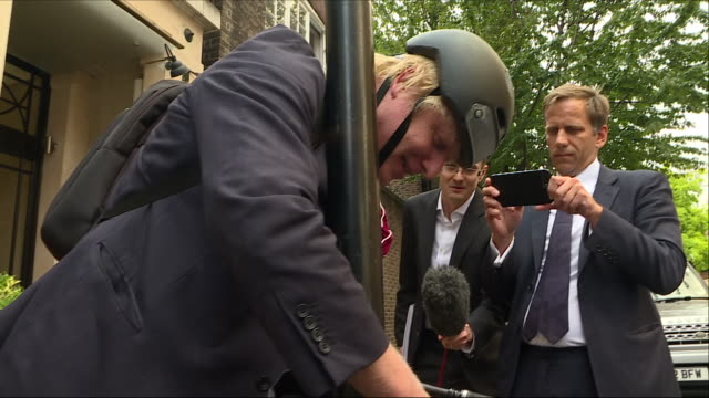 exterior shots of boris johnson mp leaving home and refusing to answer questions about the chequers plan and cycling away on 6 september 2018 in... - boris johnson stock-videos und b-roll-filmmaterial