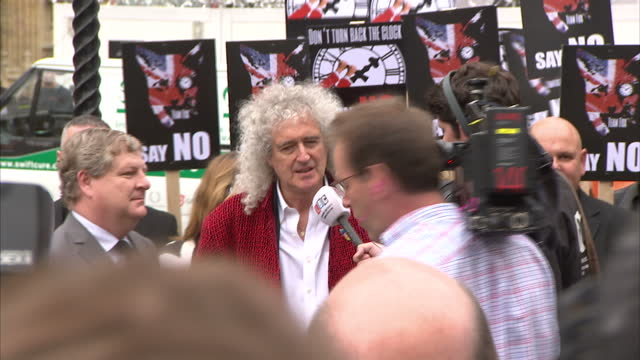 exterior shots of brian may, former lead guitarist in the rock band queen, arriving at anti fox hunting and 'keep the ban' protest demonstration... - rocking video stock e b–roll