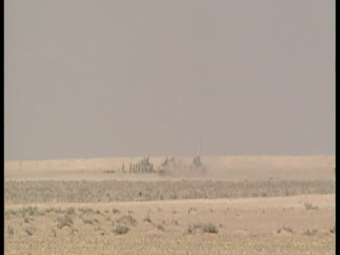 exterior shots of british armed forces fire onto the iraqi front line. sky news: first gulf war footage on february 02, 1991 in saudi arabia - イラク点の映像素材/bロール