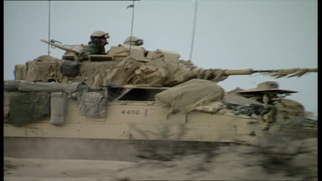 """vidéos et rushes de exterior shots of british challenger tanks and armoured vehicles from the 7th armoured brigade or """"desert rats"""" preparing for a live firing exercise... - char véhicule blindé"""