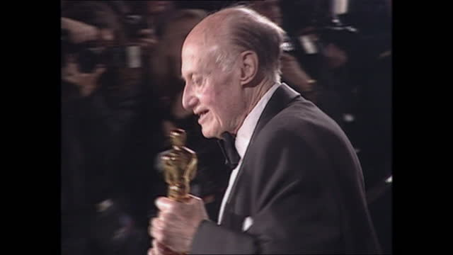 exterior shots of british cinematographer jack cardiff holding his oscar on the oscars vanity fair party red carpet on 26th march 2001 in los... - vanity fair stock videos & royalty-free footage
