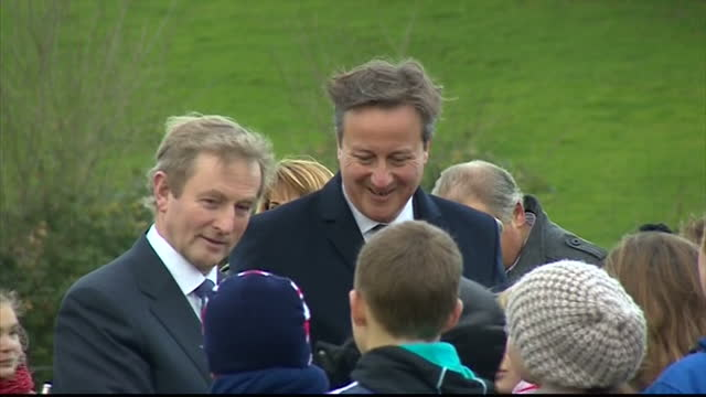 exterior shots of british prime minister david cameron and irish prime minister enda kenny meeting local school children during a visit to a world... - 戦争記念碑点の映像素材/bロール