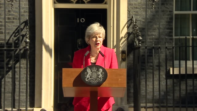 exterior shots of british prime minister theresa may making her resignation speech outside 10 downing street on 24 may 2019 in london united kingdom - staatsdienst stock-videos und b-roll-filmmaterial