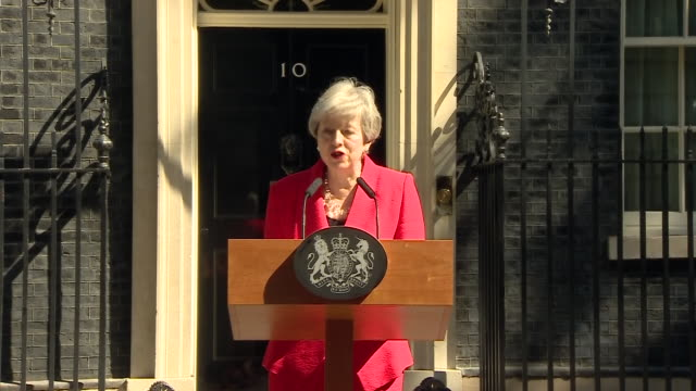 exterior shots of british prime minister theresa may making her resignation speech outside 10 downing street on 24 may 2019 in london united kingdom - theresa may stock videos & royalty-free footage