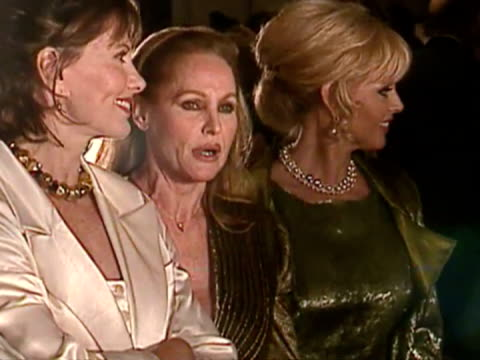 exterior shots of britt ekland posing for photos with maud adams and ursula andress on red carpet. britt ekland posing for photos on red carpet on... - ボンドガール点の映像素材/bロール