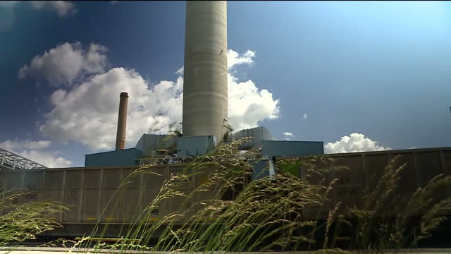 exterior shots of brunner island power plant with pipes chimneys and a rail freight yard on 2 june 2017 in york county pennsylvania united states - pennsylvania stock-videos und b-roll-filmmaterial