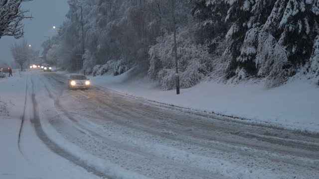 exterior shots of cars driving in the snow and cars stuck in the road after heavy snow fall on 28th december 2020 in birmingham, united kingdom. - snow stock videos & royalty-free footage