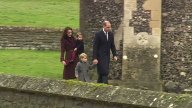 vídeos de stock, filmes e b-roll de exterior shots of catherine duchess of cambridge and prince william duke of cambridge walking with prince george and princess charlotte to st mark's... - realeza