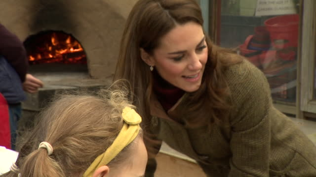 exterior shots of catherine duchess of cambridge making pizzas with school children while visiting the king henry's walk garden in islington on 15... - イズリントン点の映像素材/bロール