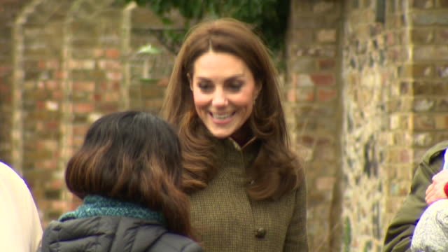 exterior shots of catherine duchess of cambridge meeting volunteers and inspecting the king henry's walk garden in islington on 15 january 2019 in... - イズリントン点の映像素材/bロール