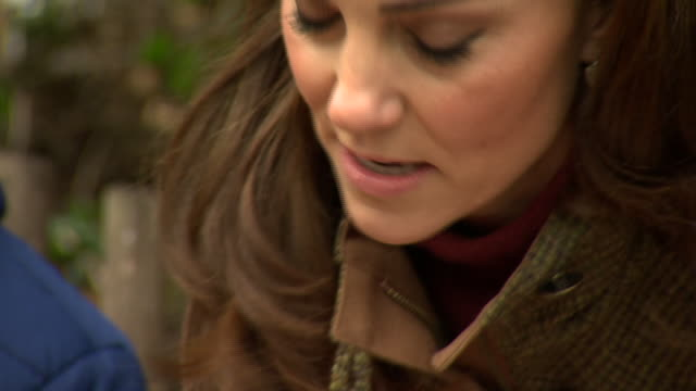 exterior shots of catherine duchess of cambridge talking to a group of school children whilst on a visit to the king henry's walk garden in islington... - イズリントン点の映像素材/bロール
