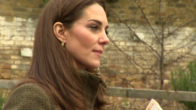 exterior shots of catherine duchess of cambridge visiting a community garden in islington on 15 january 2019 in london united kingdom - イズリントン点の映像素材/bロール