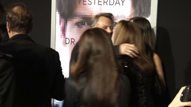 exterior shots of celebrities arriving at the premiere of transcendence including maralyn manson lukas haas johnny depp director wally pfister morgan... - マリリン マンソン点の映像素材/bロール