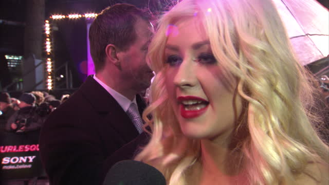 exterior shots of christina aguilera giving an interview on the red carpet at burlesque premiere at leicester square on december 13, 2010 in london,... - バーレスク点の映像素材/bロール