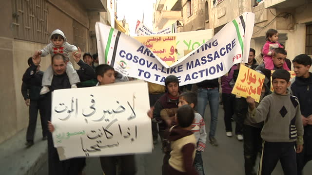 exterior shots of civilians protesting against president assad's forces killing civilians protests being held after friday prayers on december 6 2011... - バッシャール・アル=アサド点の映像素材/bロール
