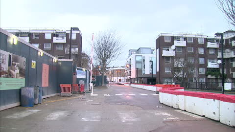 vidéos et rushes de exterior shots of condemned council flats and new council housing under construction on a building site in islington on january 10, 2016 in rochdale,... - hlm