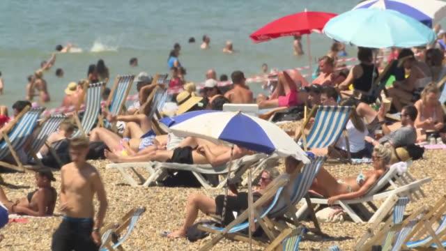 exterior shots of crowded beach, people enjoying the summer heatwave, amid fears of second coronavirus wave in the uk on 25 june 2020 in brighton,... - イングランド南東部点の映像素材/bロール