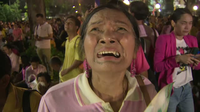 exterior shots of crowds mourning the death of king bhumibol adulyadej on october 13 2016 in bangkok thailand the king of thailand bhumibol adulyadej... - king of thailand stock videos and b-roll footage