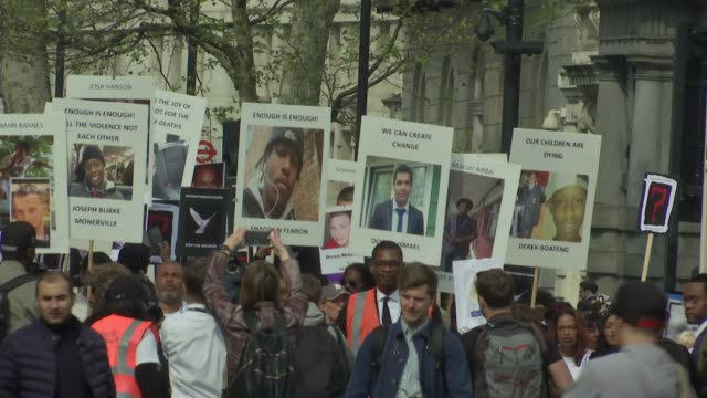 exterior shots of crowds of protesters against knife crime marching through london with banners and placards bearing the images of victims of knife... - messerstecherei stock-videos und b-roll-filmmaterial